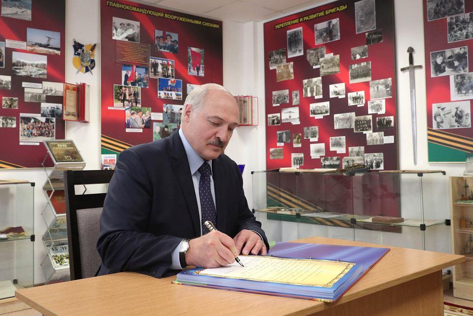 - Wyrzućcie ich stąd, jeśli nie przestrzegają naszego prawa - Aleksander Łukaszenka wzywał m.in. szefa MSZ do rozprawienia się z zagranicznymi dziennikarzami.