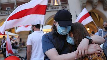 Rynek Główny w Krakowie. Manifestacja solidarności z Białorusinami.