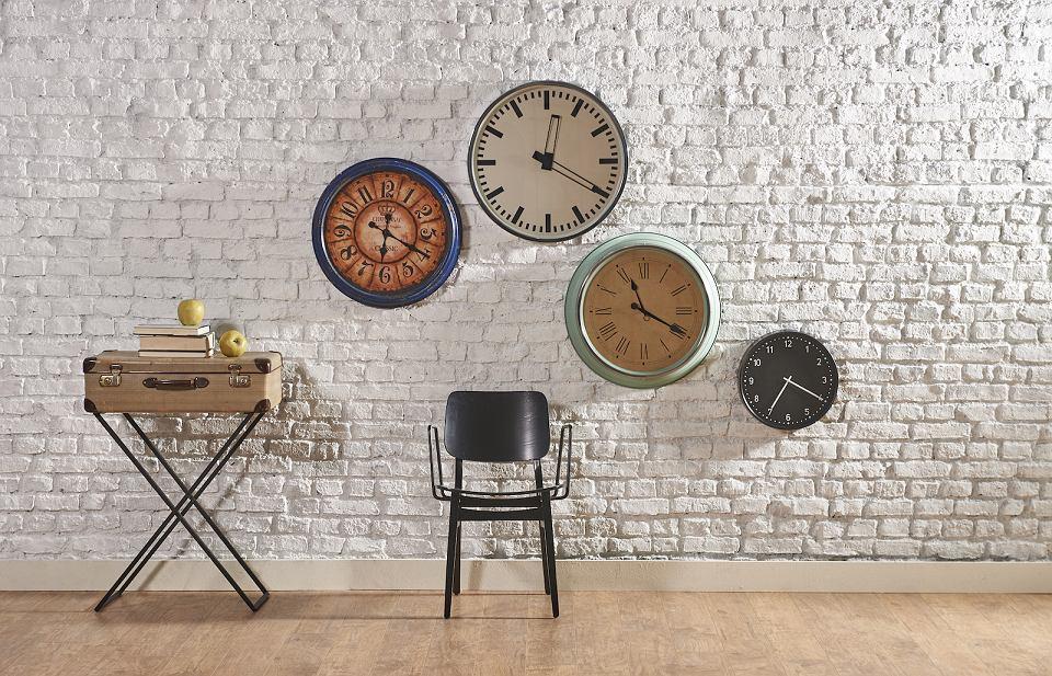 Zegar ścienny retro to piękna dekoracja ściany.