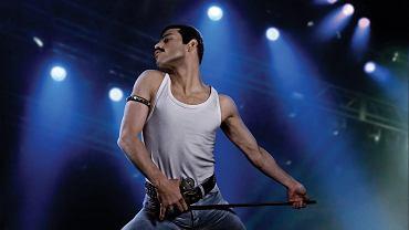 Kadr z filmu 'Bohemian Rhapsody'. Remi Malek jako Freddie Mercury