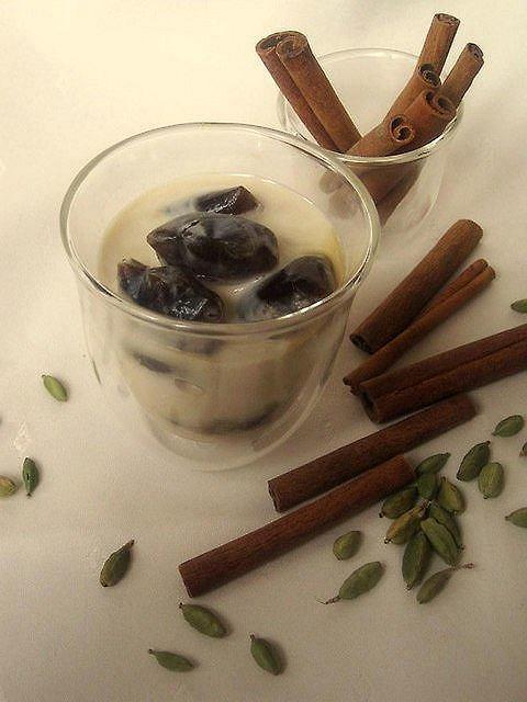 Kawa mrożona w kostkach z nutą cynamonu i kardamonu