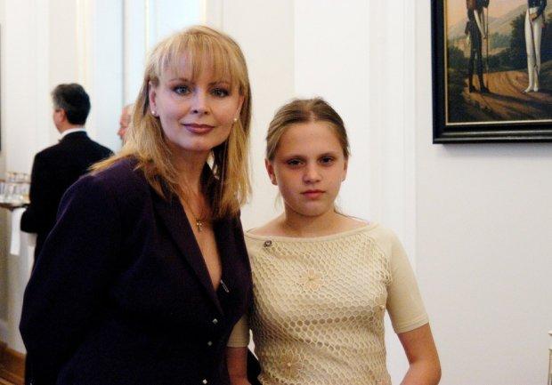 Roxanna Trojanowska, Izabela Trojanowska