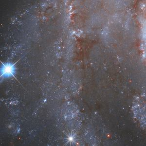 Supernowa w galaktyce NGC 2525 na zdjęciu z Kosmicznego Teleskopu Hubble'a