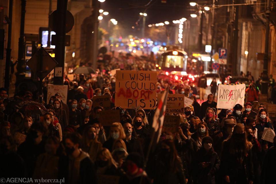 2To jest wojna. Protest na Krakowskim Rynku Gownym