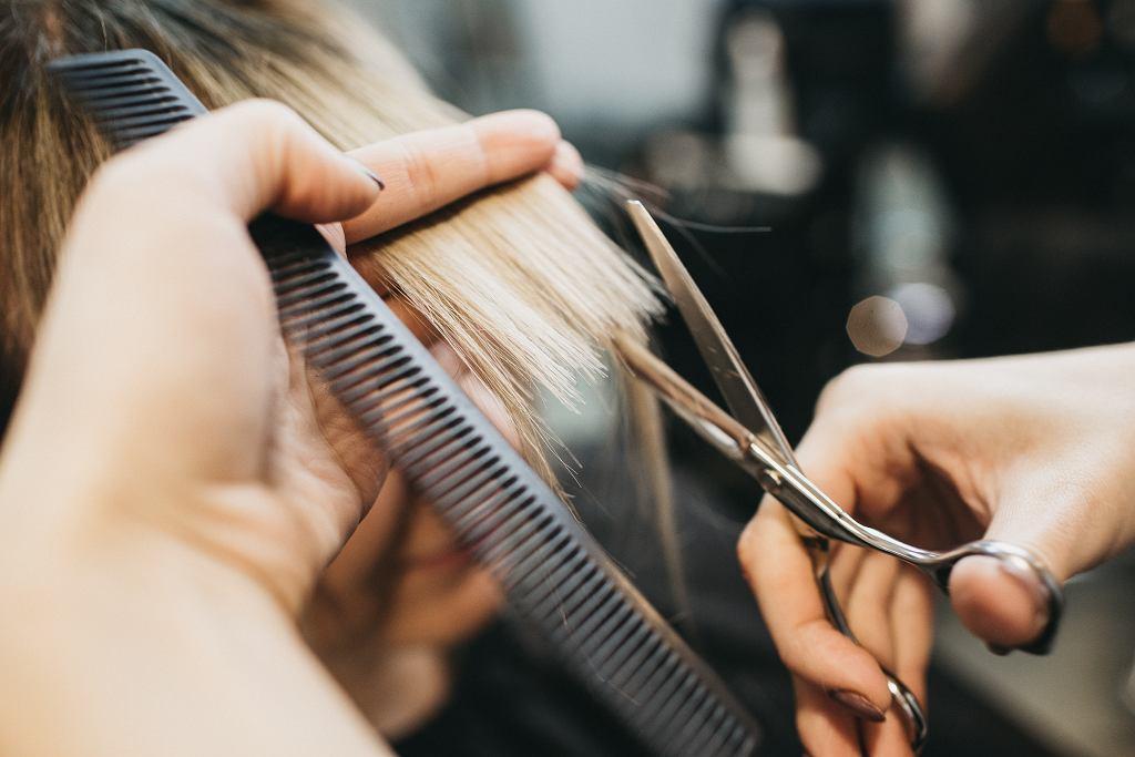 Fryzury odmładzające po 40 krótkie. Te hitowe cięcia odejmą lat i podkreślą twoją urodę (zdjęcie ilustracyjne)