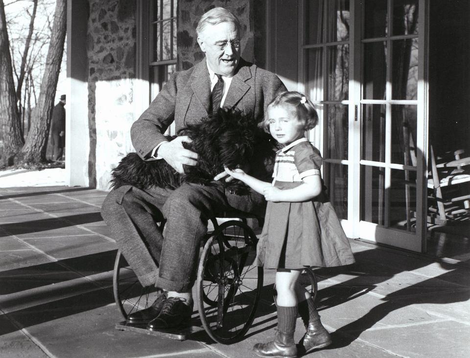 1941, prezydent USA Franklin Delano Roosevelt na wózku inwalidzkim.