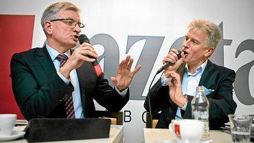 Kandydaci na prezydenta Poznania Jacek Jaśkowiak z PO (z lewej) i wieloletni, urzędujący prezydent Ryszard Grobelny podczas debaty przed drugą turą wyborów. Redakcja 'Wyborczej' w Poznaniu, 25 listopada 2014 r