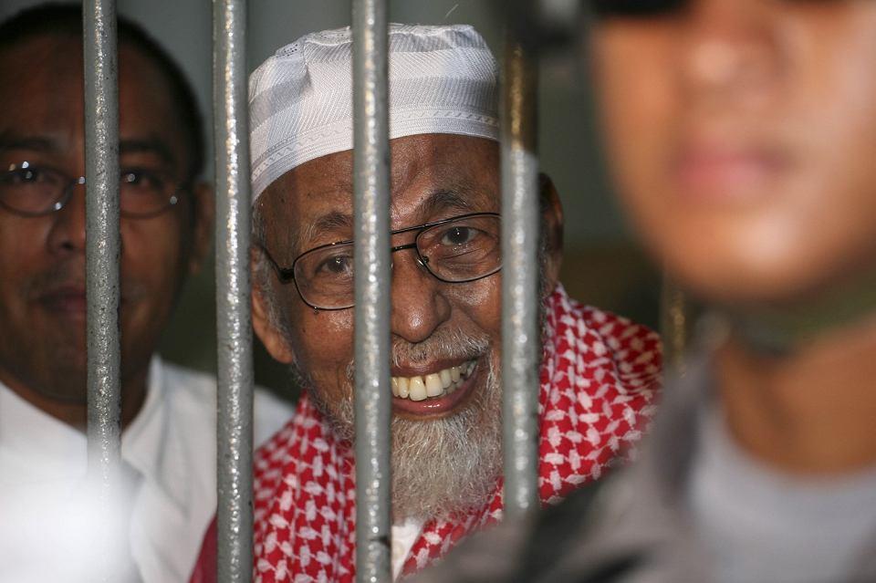 Mułła Abu Bakar Baszir rozmawia z dziennikarzami zza krat, 14 lutego 2011 r.