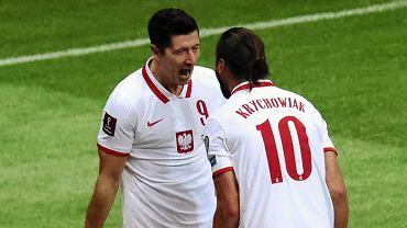 Robert Lewandowski i Grzegorz Krychowiak podczas meczu Polska - Albania (4:1)