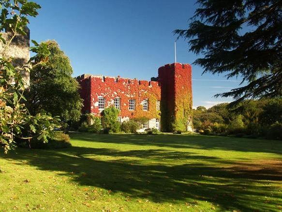 Oferta sprzedaży zamku Fonmon
