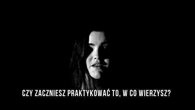 kadr z teledysku Mariusza Hołowni