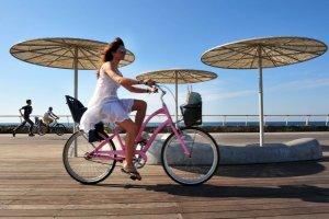 Rowerem przez Tel Awiw, Kraków i Pekin. Trzy miasta, które spełnią oczekiwania każdego cyklisty