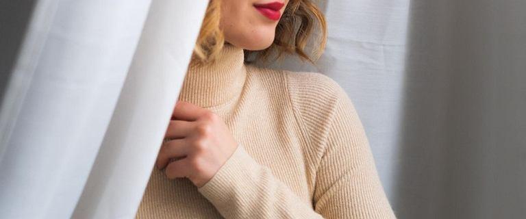 Ubrania z dzianiny w Reserved! Ciepłe swetry, sukienki i spódnice, w których się zakochasz!