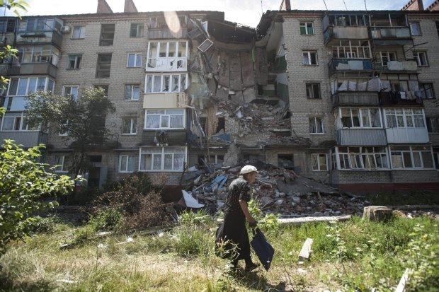 Zrujnowany blok mieszkalny w Słowiańsku, obwodzie donieckim, czerwiec 2014 r.