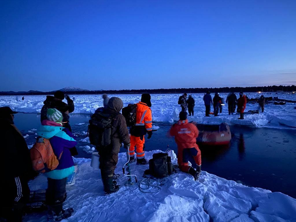 Rosja. 536 rybaków zostało uwięzionych na gigantycznej krze
