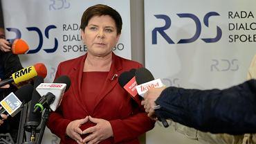 Strajk nauczycieli. Beata Szydło zaprosiła ZNP i FZZ do dalszych rozmów