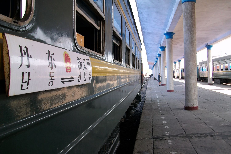 Dworzec kolejowy w Sinuiju (fot. Shutterstock)