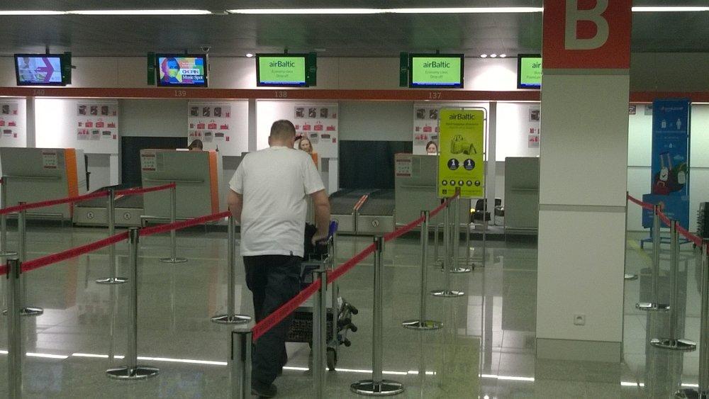 Lotnisko Chopina - odprawa dla pasażerów Air Baltic