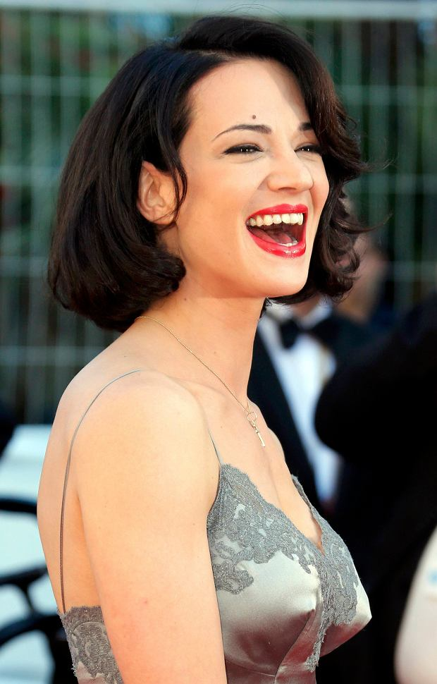 Actress Asia Argento poses on the red carpet as she arrives at the closing ceremony of the 66th Cannes Film Festival in Cannes May 26, 2013.           REUTERS/Jean-Paul Pelissier (FRANCE  - Tags: ENTERTAINMENT HEADSHOT)