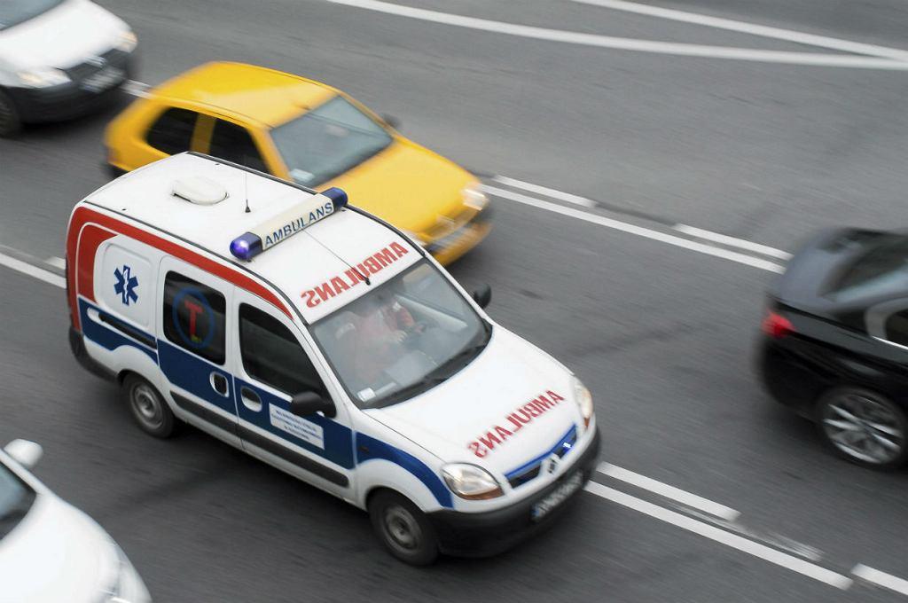 Na drodze krajowej nr 17 doszło do poważnego wypadku, autobus wpadł do rowu