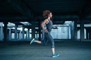 Obolałe kolana po bieganiu? Te ćwiczenia pomogą ci je wzmocnić