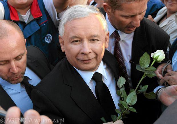 Jarosław Kaczyński na wiecu wyborczym w 2010 r.