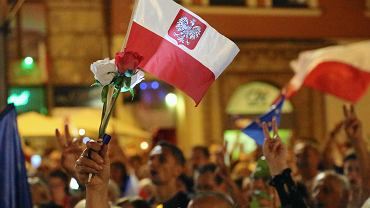 Wrocław twierdzą demokracji. Łańcuch światła na Rynku