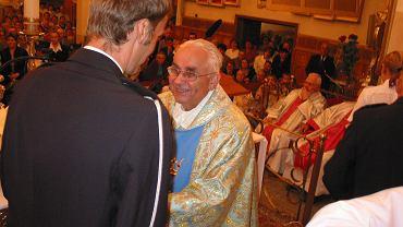 Ks. Eugeniusz Makulski podczas mszy-podziękowaniu za jego pracę w roli kustosza bazyliki - 31 sierpnia 2004