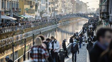 Włochy. Tłumy na ulicach Mediolanu, 13 marca 2021 r. Od 15 marca na północy Włoch wchodzi w życie lockdown.