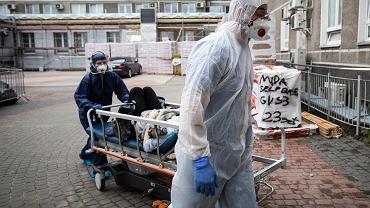 Pracownicy szpitala w Katowicach dostali oświadczenie dotyczące zobowiązania się do zwrotu dodatku covidowego
