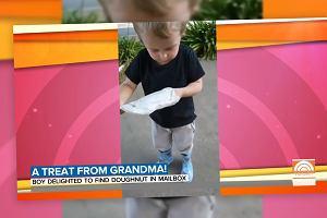 Babcia chciała rozpieścić wnuka. Wymyśliła, jak obejść izolację. Jego mina mówi wszystko