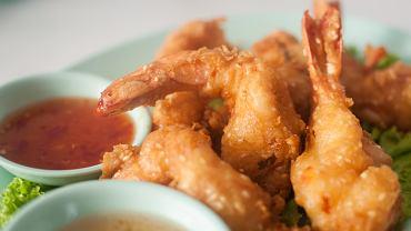 Krewetki w tempurze to doskonała propozycja zarówno na kolację, jak i przekąskę na imprezę