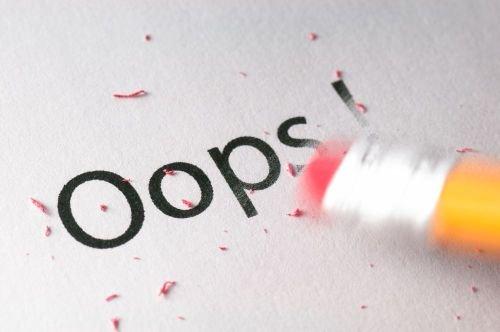 Omyłką pisarską może być błąd literowy, widoczne niezamierzone opuszczenie wyrazu, czy inny błąd, wynikający z przeoczenia lub innej wady procesu myślowo-redakcyjnego.
