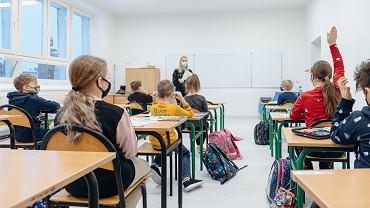 Uczniowie w klasie. Gdańsk, 18 stycznia 2021