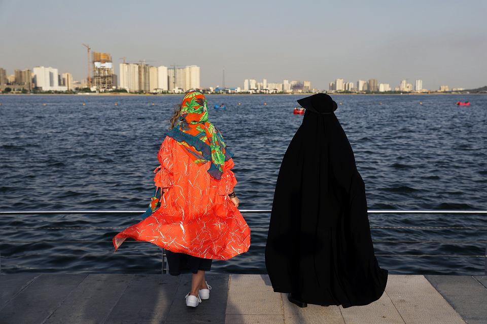 Zagrożony recesją Iran stawia na turystykę. Najbardziej liczy na Chińczyków. Na zdjęciu: Jezioro Chitgar w Teheranie, 6 lipca 2019