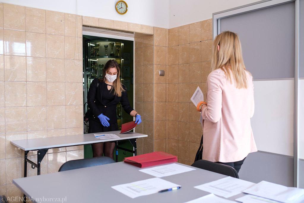 Wydawanie świadectw szkolnych w czasie pandemii