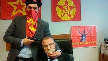 Zbrojni radykałowie wzięli jako zakładnika Mehmeta Selima Kiraza, prokuratora który kieruje śledztwem w sprawie śmierci 15-letniego Berkina Elvana