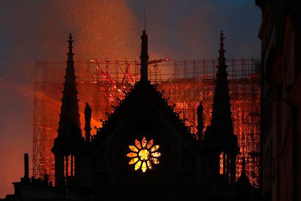Prace nad odbudową Notre Dame zawieszone. Władze zatajały