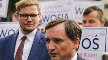 Minister sprawiedliwości Zbigniew Ziobro, z lewej - Michał Woś