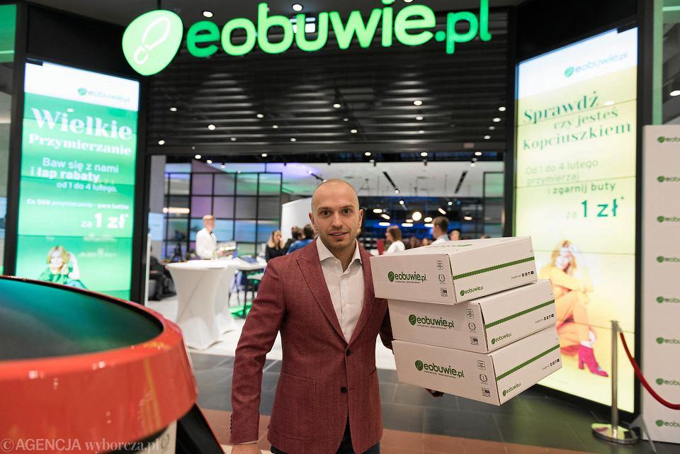 Eobuwie.pl łączy sprzedaż stacjonarną z internetową. To