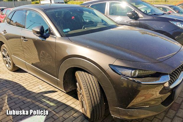 Skradziona Mazda CX-30. Oszczędności już raczej nie wrócą