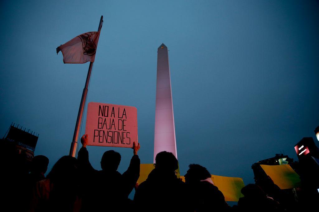 Demonstracja w stolicy Argentyny, Buenos Aires, przeciwko planom zmniejszenia emerytur, 15 czerwca 2017