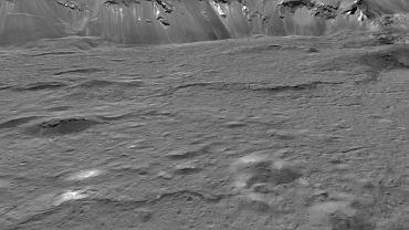 Pobliska nam planeta karłowata ma pod powierzchnią ocean słonej wody. Mogło tam istnieć życie