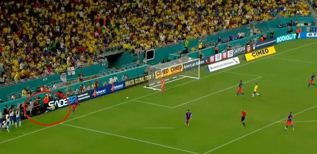 Neymar uderzył głową w bandę