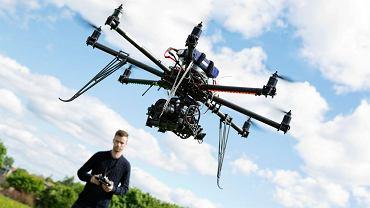 Latanie dronem
