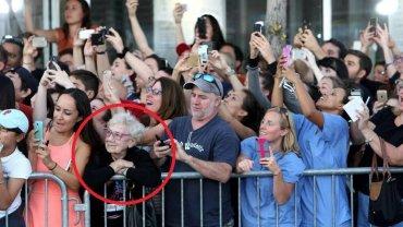 Ludzie witający papieża Franciszka w USA