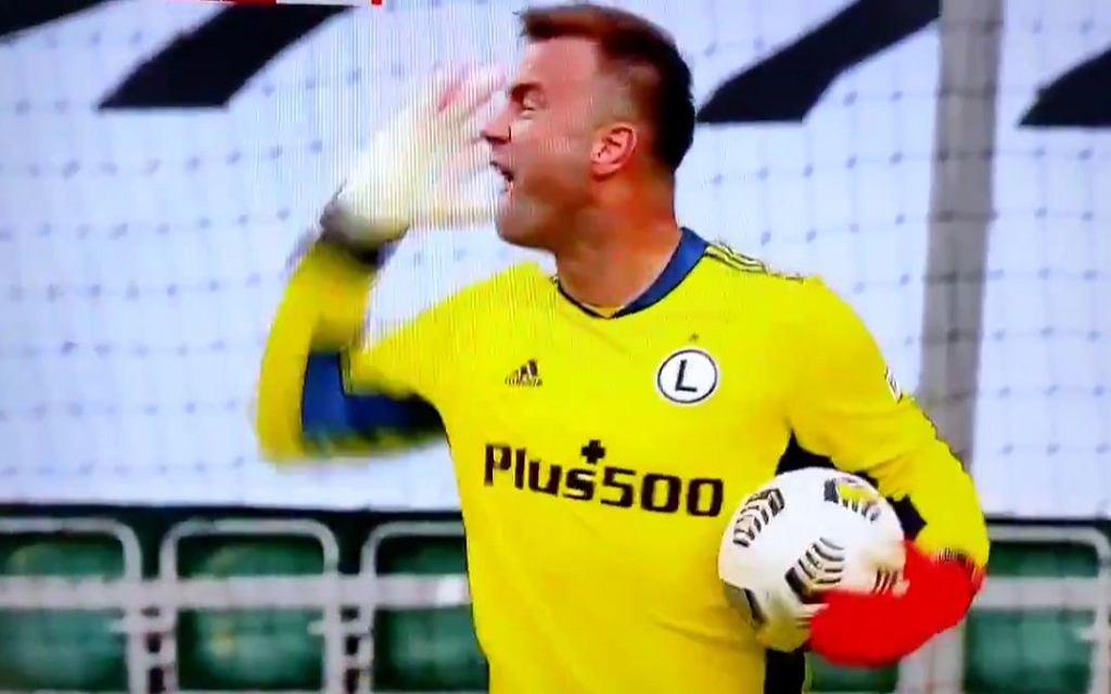Wściekły Artur Boruc. Legia wygrała, ale 41-latek był zły na kolegów [WIDEO]