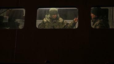Ukraiński marynarz na okręcie w porcie w Mariupolu