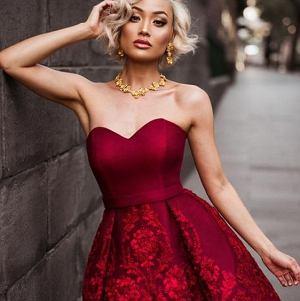 Czerwona sukienka bez ramiączek