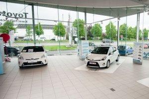 Sprzedaż nowych samochodów   Rok na plusie